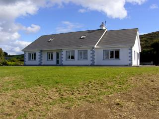 ISLAND VIEW COTTAGE, family friendly, with a garden in Bantry, County Cork, Ref 4316 - Union Hall vacation rentals
