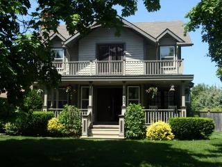 The Homestead- Luxury 4 Bedrm Vacation Home w Pool - Niagara-on-the-Lake vacation rentals