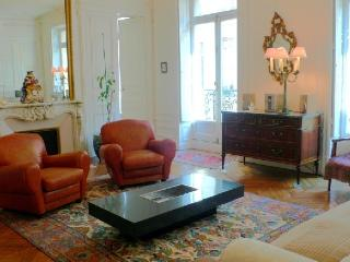 Apartment Piano Paris apartment to rent, flat to let in Paris, 6th arrondissement paris apartment for rent, furnished flat in Pa - Versailles vacation rentals