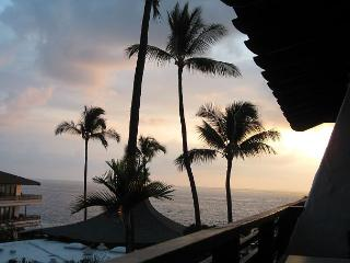 Newly Remodeled Casa de Emdeko 328 -AC Included at Ocean Front Complex! - Kailua-Kona vacation rentals