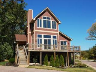 Comfortable 4 bedroom House in McHenry - McHenry vacation rentals