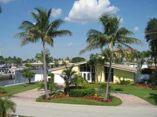 Perfect House with Deck and Internet Access - Pompano Beach vacation rentals