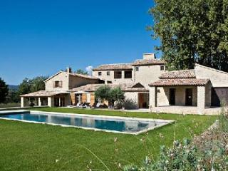 Ideal for Large Groups - Beautiful Countryside Villa Bastide Vallat with Pool, Jacuzzi & Daily Maid - Luberon vacation rentals