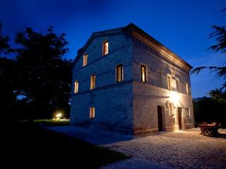 Casa Lucciola - Luxury farmhouse with pool - Montedinove vacation rentals