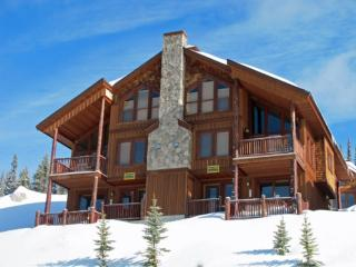 Beautiful Chalet with Internet Access and Hot Tub - Big White vacation rentals