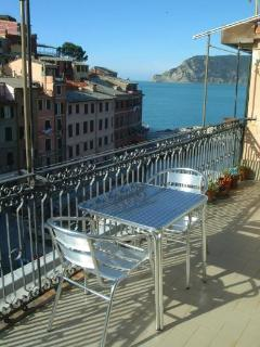 Beautiful Condo with Deck and Stove - Vernazza vacation rentals