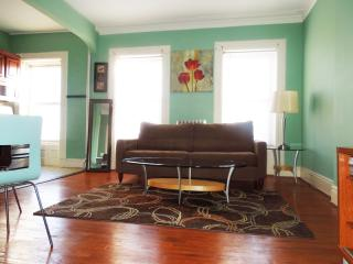 Classic & Elegant 2BR apt-Only 12min to Manhattan - Brooklyn vacation rentals