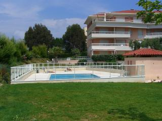 Nice Condo with Internet Access and Dishwasher - Golfe-Juan Vallauris vacation rentals