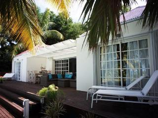 Quiet, peaceful villa, close to beach with a pool and spa WV EZE - Lorient vacation rentals