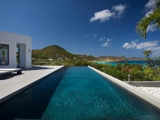 Amazing villa offering a nice view over Lorient Bay WV STR - Camaruche vacation rentals