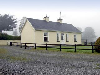 CLOGHOGUE COTTAGE, family friendly, country holiday cottage, with a garden in Castlebaldwin, County Sligo, Ref 4374 - Castlebaldwin vacation rentals