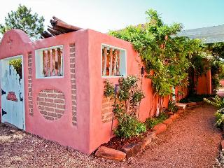 Casita Ortega - Luxury, walk to plaza, patio, hot tub, wifi, private parking - Santa Fe vacation rentals