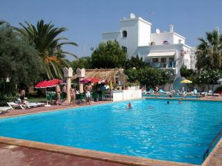 Tavira Algarve 2-bed 2-bath A-C pools tennis WiFi - Tavira vacation rentals