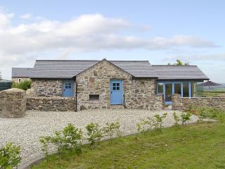 BWTHYN GWYN, family friendly, country holiday cottage, with a garden in - Llanfairpwllgwyngyll vacation rentals
