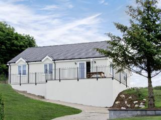 HEN FELIN UCHAF, pet friendly, with a garden in Red Wharf Bay, Ref 3939 - Llanddona vacation rentals
