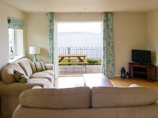 HEN FELIN UCHAF, pet friendly, with a garden in Red Wharf Bay, Ref 3939 - Llanddona vacation rentals