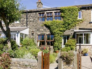 NUMBER 2 PICKLES HILL COTTAGE, character holiday cottage, with a garden in Oldfield, Ref 4128 - Sutton Coldfield vacation rentals