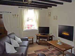 NUMBER 7, pet friendly, character holiday cottage, with a garden in Allestree, Ref 4104 - Derby vacation rentals