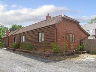 SWIFT COTTAGE, family friendly, country holiday cottage, with a garden in Durley, Ref 4181 - Southampton vacation rentals