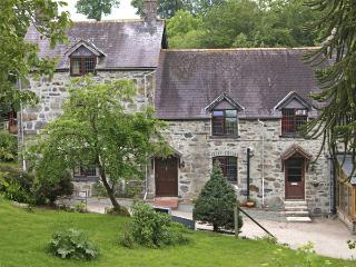 RHIWLAS COTTAGE, family friendly, character holiday cottage, with a garden in - Llanwddyn vacation rentals