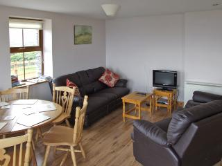 CAHIRKEEN COTTAGE, pet friendly, with a garden in Allihies, County Cork, Ref 4355 - Allihies vacation rentals