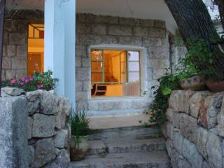 Bright 2 bedroom Jerusalem Cottage with Internet Access - Jerusalem vacation rentals