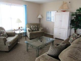 Bright 4 bedroom Dewey Beach Apartment with Internet Access - Dewey Beach vacation rentals