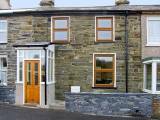 25 TYN Y MAES, family friendly, country holiday cottage, with a garden in Llan Ffestiniog , Ref 4396 - Llan Ffestiniog vacation rentals