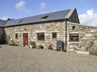 THE BARN, pet friendly, character holiday cottage in Carrick, County Wexford, Ref 4430 - Rosslare vacation rentals