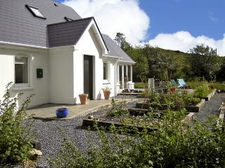 BLUE MEADOW COTTAGE, family friendly, country holiday cottage, with a garden in Ballylickey, County Cork, Ref 4428 - Ballylickey vacation rentals