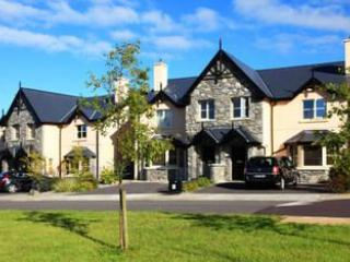 Exterior view of the Ardmullen Townhouses - Ardmullen -Spacious  3 Bed Townhouses near Kenmare - Kenmare - rentals