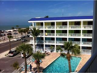 Pelican Pointe Resort Style Condominiums. Studio is on the top 4th floor. - Gulf Side Getaway steps from the Beach. - Clearwater - rentals
