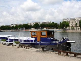 Charming Houseaboat in Paris for two - #466 - Paris vacation rentals