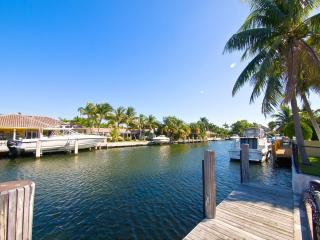 Miami Beach 4 bed 3 baths,heated pool,waterfront - Miami Beach vacation rentals