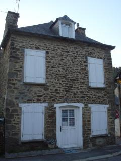 Charming cottage in Dinan near river (B008) - Dinan vacation rentals