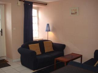 Charming cottage in Dinan near river (B008) - Brittany vacation rentals