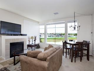Luxury 2BD/2BA condo w/ Columbia River views & fireplace - Portland Metro vacation rentals