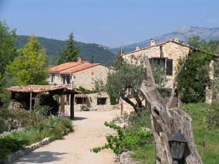 Breathtaking & Tranquil 2 Bedroom Farmhouse, Mas Du Bois Dore, Mons - Mons vacation rentals