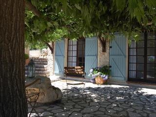 STUNNING 1 BEDROOM IN PROVENCAL FARMHOUSE