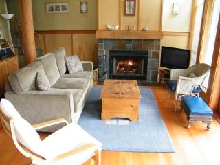 Tofino Waves Vacation Home on Chesterman Beach - Tofino vacation rentals