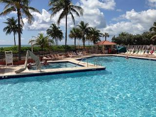 #476 Beachfront King Studio 4 Guests Heated Pool - Hollywood vacation rentals