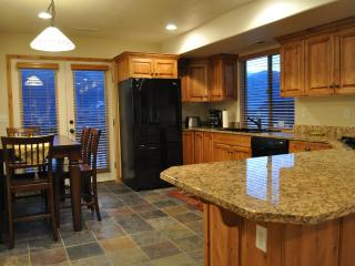 Nicest in Moosehollow. Sleeps 11. Gorgeous Views. Full Kitchen. Mins to slopes. - Eden vacation rentals