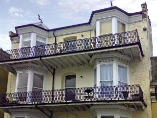 HARBOUR VIEWS APARTMENT, family friendly in Ilfracombe, Ref 4404 - Ilfracombe vacation rentals