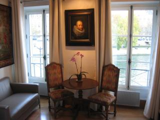Notre-Dame Apt w/River Riews!  February discount 900€/wk (instead of 1100€) - Paris vacation rentals