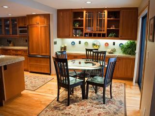 Upscale Sunriver Condo with Wifi Near Woodlands Clubhouse - Sunriver vacation rentals