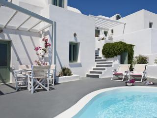 Akrotiri apartment with private pool and caldera view - Santorini vacation rentals