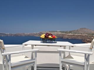 Akrotiri apartment with private pool and caldera view - Akrotiri vacation rentals