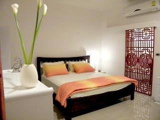Luxury Room@swimming pool/WiFi near Jatujak Market - Bangkok vacation rentals