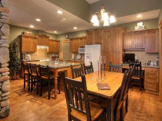 TREETOPS SKI in and out 3 BR lux TH - Big White vacation rentals