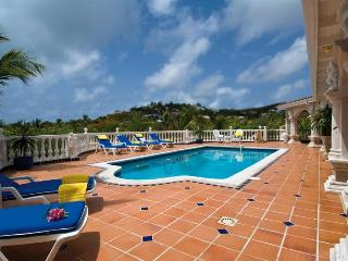 Lovely 4 bedroom Hillside Villa with Internet Access - Hillside vacation rentals